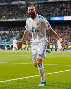 Karim Benzema #realmadrid Liga Soccer, Raphael Varane, Les Runes, Real Madrid Wallpapers, Soccer News, Basketball, Messi And Ronaldo, Football Players, Fifa