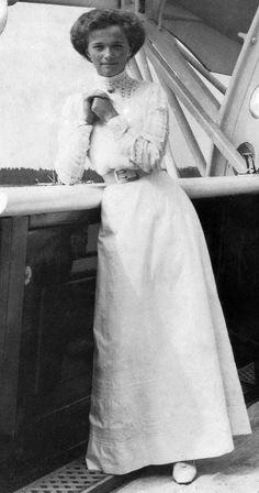 Olga  Николаевна  -  старшая  дочь  царя. 1913.