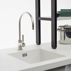 Offmat | Fully integrated Sink  Technological innovation and craftsmanship precision, in cooperation with Schock, allow a perfect integration between the sink and the quartz worktop.