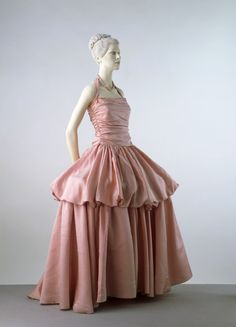 Evening Dress Edward Molyneux, 1939 The Victoria & Albert Museum