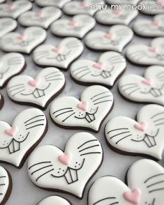 Celebrate Easter with the best Easter cookies. Here are the best Easter Sugar Cookies ideas. These Easter cookies decoration with royal icing are so cute. Fancy Cookies, Valentine Cookies, Iced Cookies, Cute Cookies, Easter Cookies, Royal Icing Cookies, Easter Treats, Cookies Et Biscuits, Holiday Cookies