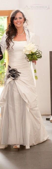 ♥ Exklusives Brautkleid mit Bolero von LINEA RAFFAELLI ♥  Ansehen: http://www.brautboerse.de/brautkleidverkaufen/exklusives-brautkleid-mit-bolero-von-linea-raffaelli/   #Brautkleider #Hochzeit #Wedding