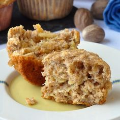 Oatmeal Apple Banana Low fat Muffins - A very easy to make recipe for moist, delicious, wholesome breakfast muffins that use a minimum of vegetable oil. Muffin Recipes, Baking Recipes, Dessert Recipes, Desserts, Vegan Recipes, Low Fat Muffins, Mini Muffins, Apple Banana Muffins, Plats Weight Watchers