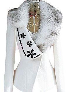 Interesting idea Winter Wear, Autumn Winter Fashion, Mode Russe, Jackett, Mode Hijab, Chanel Fashion, Coat Dress, Fur Collars, Jacket Style