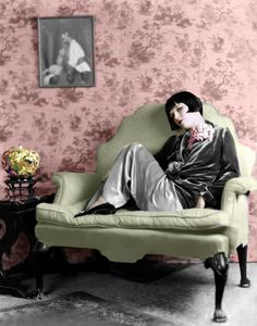 Louise Brooks - American dancer, model, showgirl and silent film actress noted for popularizing the bobbed haircut. I love everything about this picture. **I want the chair!