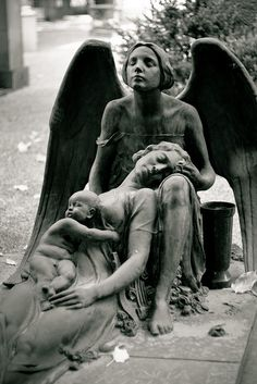 So sad but beautiful - Engel, Skulpturen und Staturen - Sadness Cemetery Monuments, Cemetery Statues, Cemetery Headstones, Old Cemeteries, Cemetery Art, Graveyards, Angels Among Us, Angels And Demons, Cemetery Angels