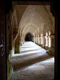 Cloître de l'abbaye de Fontenay, Côte d'Or, Bourgogne © Virginie Marty