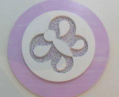 Quadro borboleta redondo com detalhes em tecido lilás 30 cm.  Este esta a pronta entrega. R$ 55,00