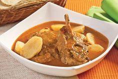 Elige este rico y típico guisado de la cocina mexicana para cualquier día de la semana, prepara este espinazo en chile morita rápida y fácilmente.
