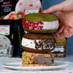 Homemade Hummingbird Food Discover Think outside the bowl! 6 new and creative ways to enjoy Breyers ice cream We teamed up with Breyers to share with you new creative and delicious ways to enjoy your favorite ice cream! Ice Cream Desserts, Köstliche Desserts, Frozen Desserts, Ice Cream Recipes, Delicious Desserts, Yummy Food, Tasty Dessert Recipes, Ice Cream Cakes, Yummy Ice Cream