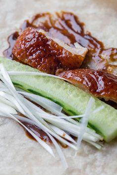 Homemade Peking duck, Simplified steps for the best result Peking Chicken, Braised Chicken, Peking Duck Pancakes, Roasted Duck Recipes, Duck Breast Recipe, Almond Chicken, Roast Duck, Asian Recipes, Ethnic Recipes