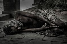 What does it mean to dream about beggars? This dream dictionary will explain the spiritual meaning of homeless in a dream. Centurion Romain, Sinner Saved By Grace, Poverty And Hunger, Dream Dictionary, Dream Meanings, Good Essay, Papa Francisco, Mother Teresa, The Hunger