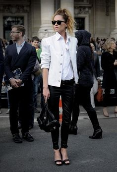 Love the professional & chic outfit. 15 Inspiring Black & White Ensembles To Try Now Passion For Fashion, Love Fashion, Autumn Fashion, Fashion Looks, Fashion Outfits, Womens Fashion, Fashion News, Fashion Online, Style Blog