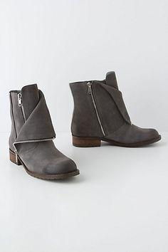 Zip-Zip-Hoooraaay!!! <3 Zip-Zip Booties. Oversized Tee, Leggings, Boots. #Done #anthropologie
