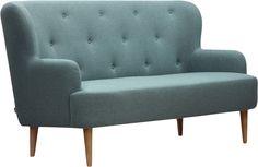 Wilbo 3seter sofa i lysblå. Finnes i lys grå, mørk grå og rødt. Dimensjoner: L193 x D92 x H98cm, setehøyde: 48cm, setedybde: 63cm. Kr. 9900,-