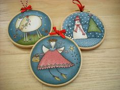 Christmas Fair Ideas, All Things Christmas, Christmas Ornament Crafts, Christmas Decorations, Holiday Decor, Free Motion Embroidery, Embroidery Hoops, Hand Embroidery, Biscuit