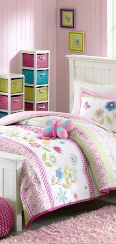 Butterfly Girls Bedding and little girls go hand in hand and butterfly quilts brings a breezy, feminine, warm and inviting country-feel to a bedroom. Girl Room, Girls Bedroom, Bedroom Decor, Bedroom Ideas, Bedrooms, Little Girl Beds, Butterfly Quilt, Toddler Rooms, Comforter