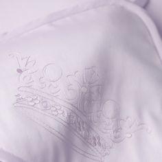 Банный уголок с вышивкой Corona цвета Lavanda из нашей коллекции для новорожденных