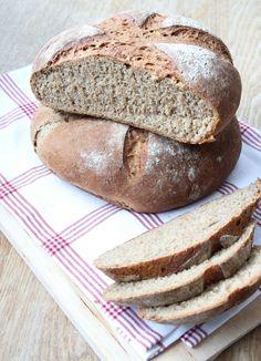 Mörkt lantbröd med mjöl som innehåller surdeg | Tidningen Hembakat