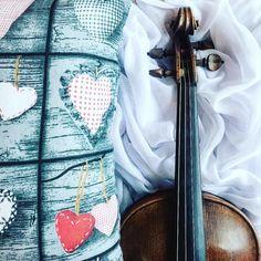 Wolny poranek to zdecydowanie takie zjawisko które mogłoby częściej gościć w moim grafiku  - takie mam noworoczne życzenie  A tymczasem zbieram siły na wieczorny #spektakl  __________________ Hello lazy morning...! Have a nice day Instagram people!   __________________    Tap  if you like my music world!    Tag a friend  who loves music too!    Follow me to see more of my music life!    Feel free to contact me if you have any question about violin! ___________________ #violin   #violino…