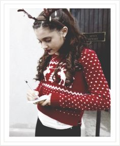 Ariana Grande Style xx love this jumper Ariana Grande Outfits, Cat Valentine, Dangerous Woman, Selena, My Idol, Love Her, Most Beautiful, Hollywood, Actresses