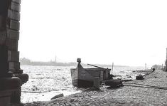 A Keszeg nevű halászhajó a még kockaköves rakparton, valamikor az 1960-as években. Fotó Szegedi Egyetem Anno