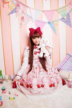 Sweet Lolita Baby The Stars Shine Bright model and Kawaii Ambassador Misako Aoki Japanese Street Fashion, Tokyo Fashion, Harajuku Fashion, Kawaii Fashion, Cute Fashion, Star Fashion, Dolly Fashion, Kids Fashion, Mode Lolita