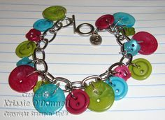 Button Bracelet cute idea for craft at kids party! Old Jewelry, Jewelry Crafts, Jewelry Ideas, Jewelry Making, Jewellery, Vbs Themes, Frame Crafts, Diy Crafts, Girl Scout Crafts