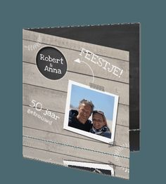 Hippe uitnodiging 50 jaar getrouwd grijs hout met foto