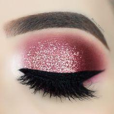 Glitter is like my favorite color ✨ ~ Products detail Makeup Goals, Makeup Inspo, Makeup Art, Makeup Inspiration, Makeup Tips, Hair Makeup, Makeup Eye Looks, Cute Makeup, Glitter Eye Makeup