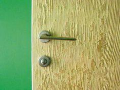 finitura piccolo rilievo su parete e porte particolare