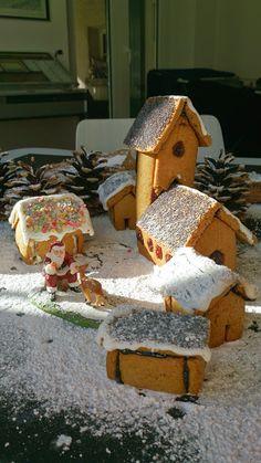 Village de Noël en pain d'épices Gingerbread, Desserts, Recipes, Home, Tailgate Desserts, Deserts, Ginger Beard, Postres, Dessert