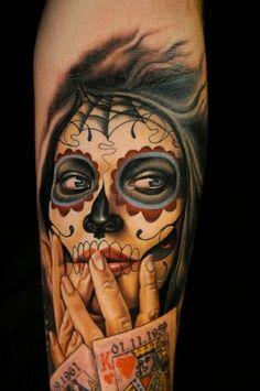 Santa muerte jeune fille à jouer aux cartes tattoo