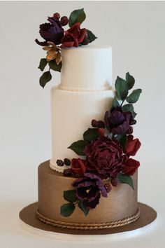 Romantic berry colored flowers on tope of a whi… Featured Cake: Heartsweet Cakes; Romantic berry colored flowers on tope of a white and gold base wedding cake Bolo Floral, Floral Cake, Amazing Wedding Cakes, Wedding Cakes With Flowers, Pretty Cakes, Beautiful Cakes, Cupcake Cakes, Cupcakes, Wedding Cake Inspiration