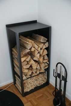 You need a indoor firewood storage? Here is a some creative firewood storage ideas for indoors. Indoor Firewood Rack, Firewood Holder, Firewood Shed, Stove Fireplace, Diy Fireplace, Fireplace Design, Range Buche, Into The Woods, Style Deco