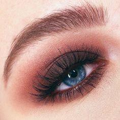 Brown Smokey Eye Makeup, Dark Eye Makeup, Eyeshadow For Brown Eyes, Eye Makeup Art, Makeup For Green Eyes, Eye Makeup Tips, Colorful Eyeshadow, Makeup Tools, Beauty Makeup