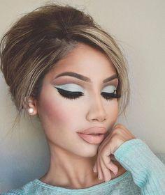 """Loving this 60's makeup look by @makeupbyalinna @makeupbyalinna @makeupbyalinna…"