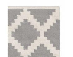 urbanara - 140x200,180,- Feine Baumwolle trifft bei unserem Teppich Satara auf ein intensives geometrisches Rautenmuster. Liebevoll von Hand verarbeitet begeistert die Kollektion mit ihrer dynamischen Leichtigkeit. Ob als Blickfang in Wohnräumen oder als Frischekick im Flur, der modern graphische Stil überzeugt. Kombiniert mit einer rutschfesten Unterlage bleibt der Teppich an Ort und Stelle.