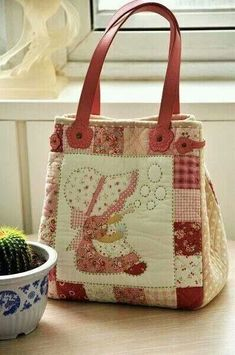 Best 12 Sunbonnet sue bag…reference use…love the country look to this bag Sunbonnet Sue, Fabric Purses, Fabric Bags, Patchwork Bags, Quilted Bag, Sacs Tote Bags, Reusable Tote Bags, Cute Purses, Purses And Bags