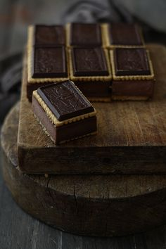 {Chocolate cheesecake sandwiches}:: Make the biscuits, and pair this with a homemade sorbet. Death By Chocolate, Love Chocolate, Chocolate Lovers, Chocolate Desserts, French Chocolate, Chocolate Bars, Chocolate Cheese, Just Desserts, Dessert Recipes