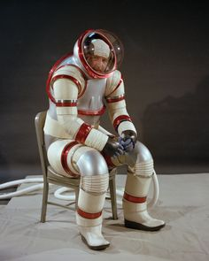 Exploring space is just too much hard work. NASA Hardsuit AX 3 Space Suit from the department of where's my jet pack. Science Fiction, Shell Suit, Space Fashion, Space Race, Retro Futuristic, Space Program, Space Exploration, Outer Space, Sci Fi