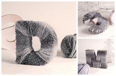 Letras y números de cartón decorados con lana