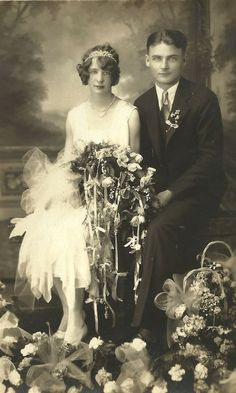 I love wedding photo's . reminds me of my Grandparents wedding photo's. They were really the only images I ever saw of my Grandmother who died young, and I just know her as the beautiful bride in the beautiful Wedding Gown. Vintage Wedding Photos, Photo Vintage, 1920s Wedding, Vintage Bridal, Wedding Pictures, Vintage Weddings, Flapper Wedding, Silver Weddings, Flapper Style