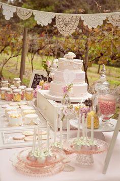 https://savethedateforcupcakes.wordpress.com/2012/04/16/chic-dessert-table-2/