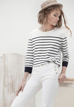Although I'm not one for white pants (call me insecure), this outfit is really neat. The striped jumper is a great match for the fitted sailor pants. Mode Outfits, Casual Outfits, Fashion Outfits, Fashion Trends, Womens Fashion, Petite Fashion, Fashion 2018, Curvy Fashion, Editorial Fashion