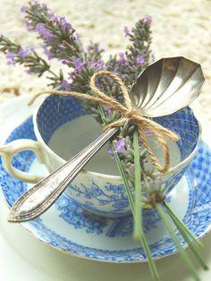 Tea Party a la lavanda. Completar con otras ideas del mismo articulo muy completo y elegante.