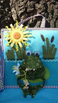 "sun flaps up for rain textured-storm (lilly pad frog is on also flips up) Книжка "" Летнее настроение""! - Babyblog.ru"