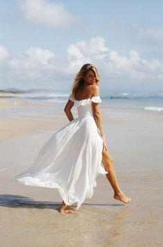 White Maxi Dresses, Beach Dresses, Sexy Dresses, White Dress, Summer Dresses, Linen Dresses, Summer Outfits, Beach Photography Poses, Beach Poses