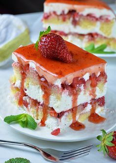 Strawberry Icebox Shortcake Strawberry Icebox Shortcake is delicious twist on two classic spring and summer treats with fresh strawberries: Strawberry Shortcake and Strawberry Icebox Cake Strawberry Icebox Cake, Strawberry Desserts, Summer Desserts, No Bake Desserts, Easy Desserts, Delicious Desserts, Dessert Recipes, Yummy Food, Summer Treats