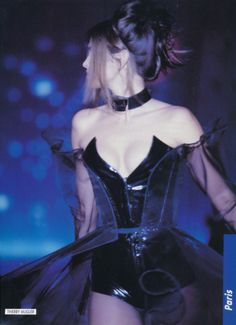 Cindy Crawford in Thierry Mugler Fall 1990 Couture Fashion, Runway Fashion, Fashion Outfits, Womens Fashion, Fashion Ideas, Pretty Outfits, Pretty Dresses, Cute Outfits, Dark Fashion